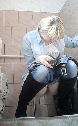 скрытая мини камера в унитазе женском туалете института - 8