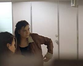 Секс в туалете торгового центра