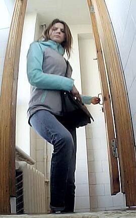 tualet-kolledzha-skritaya-kamera