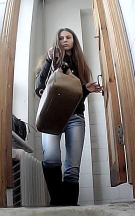 skritaya-kamera-v-tualete-kolledzhe-porno-russkaya-tetya-smotret-onlayn