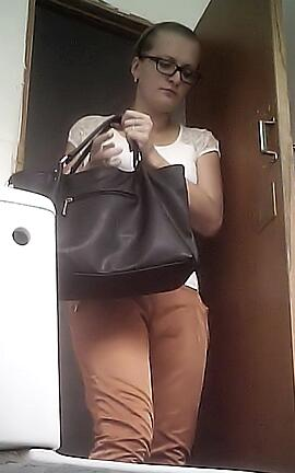 Скрытая камера в женском туалете на базаре, в подъездах фото