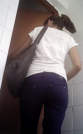 скрытая веб камера в женском общежитии туалете - 3