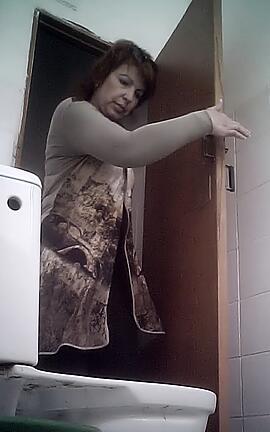 podglyadivanie-uzbekskih-zhenshin-v-tualete