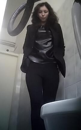 Подсмотренное в туалете как женщины писают