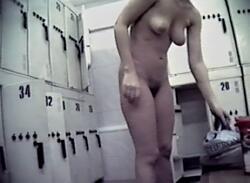 Много спермы камеры слежения в женской раздевалке
