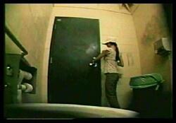 Молодыми скрытая камера в мужских туалетах жена любительский секс