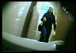 skritie-kameri-na-plyazhnih-tualetah-video-onlayn-prosmotr