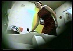 Скрытая камера на пляжном туалете вот