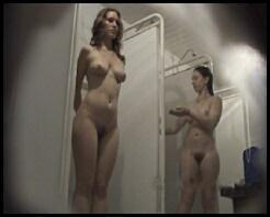 Скрытая видекамера в женских душевых